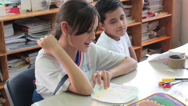 Niños en clase. Derechos de autor de la imagen. ERIK ERIKSON