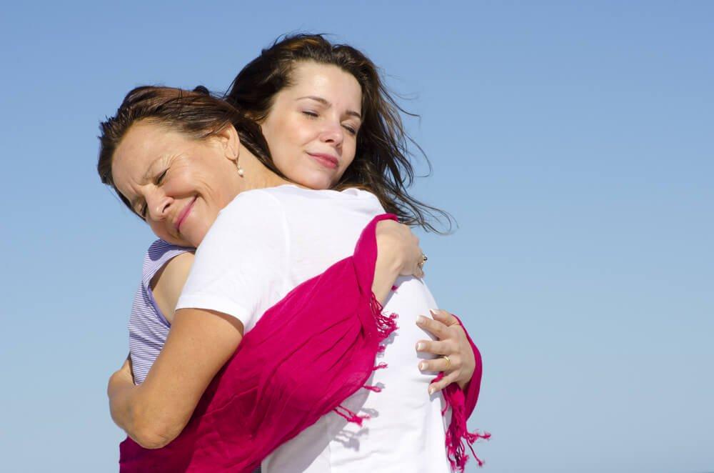 madre-e-hija-abrazandose-1