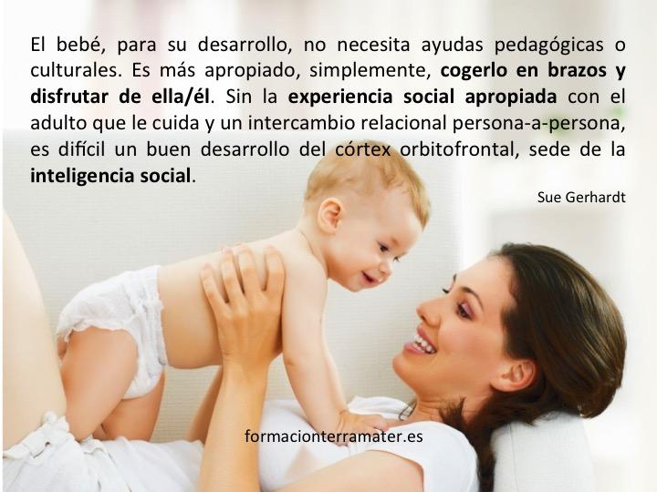 Las sonrisas y las miradas construyen el cerebro social del bebé